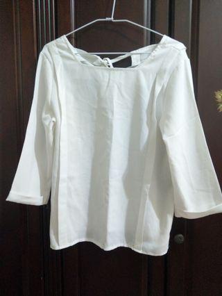 雪紡ㄇ型領折線上衣