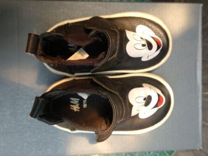 H &M Sepatu bayi