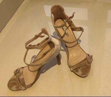 Mel and Molly velvet heels in blush