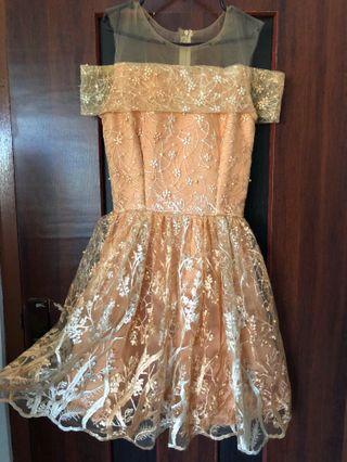 Dress Gown pesta harga beli Rp. 1.300.000