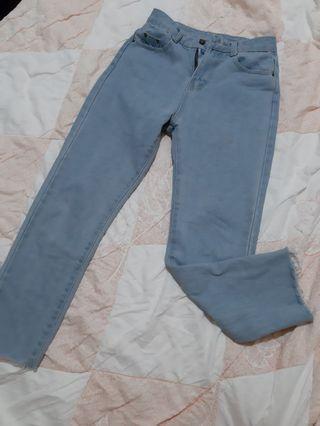 高腰淺色直筒牛仔褲
