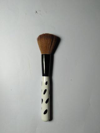 Brush for blush / powder