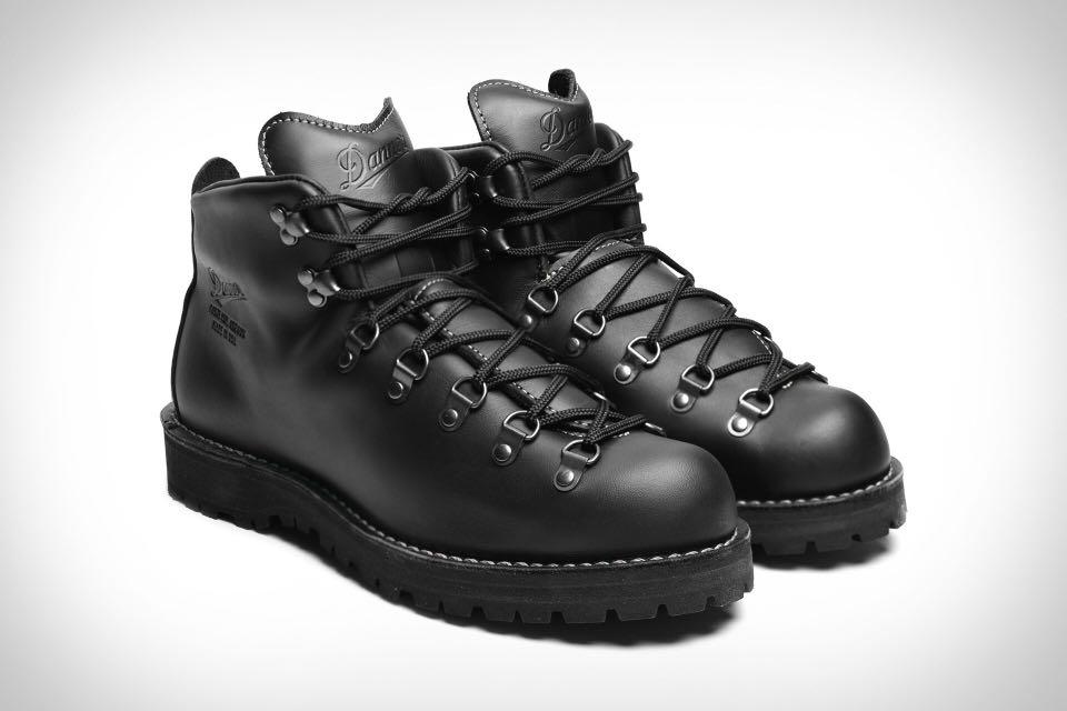 BRAND NEW size 8US/41EU Black Mountain Light ll (BOND BOOTS)