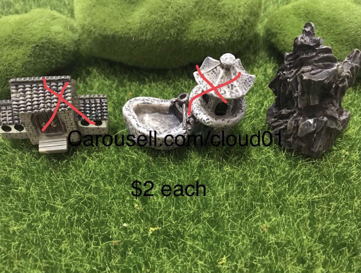 Terrarium tool / toys / figurine / village / houses