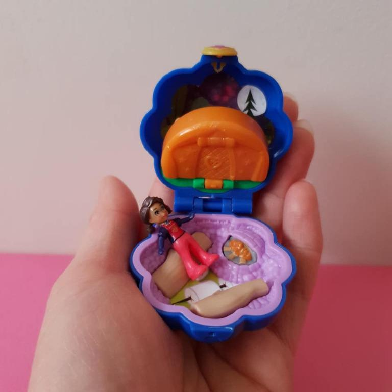 Vgc Polly Pocket Tiny Pocket Places with 2 figures