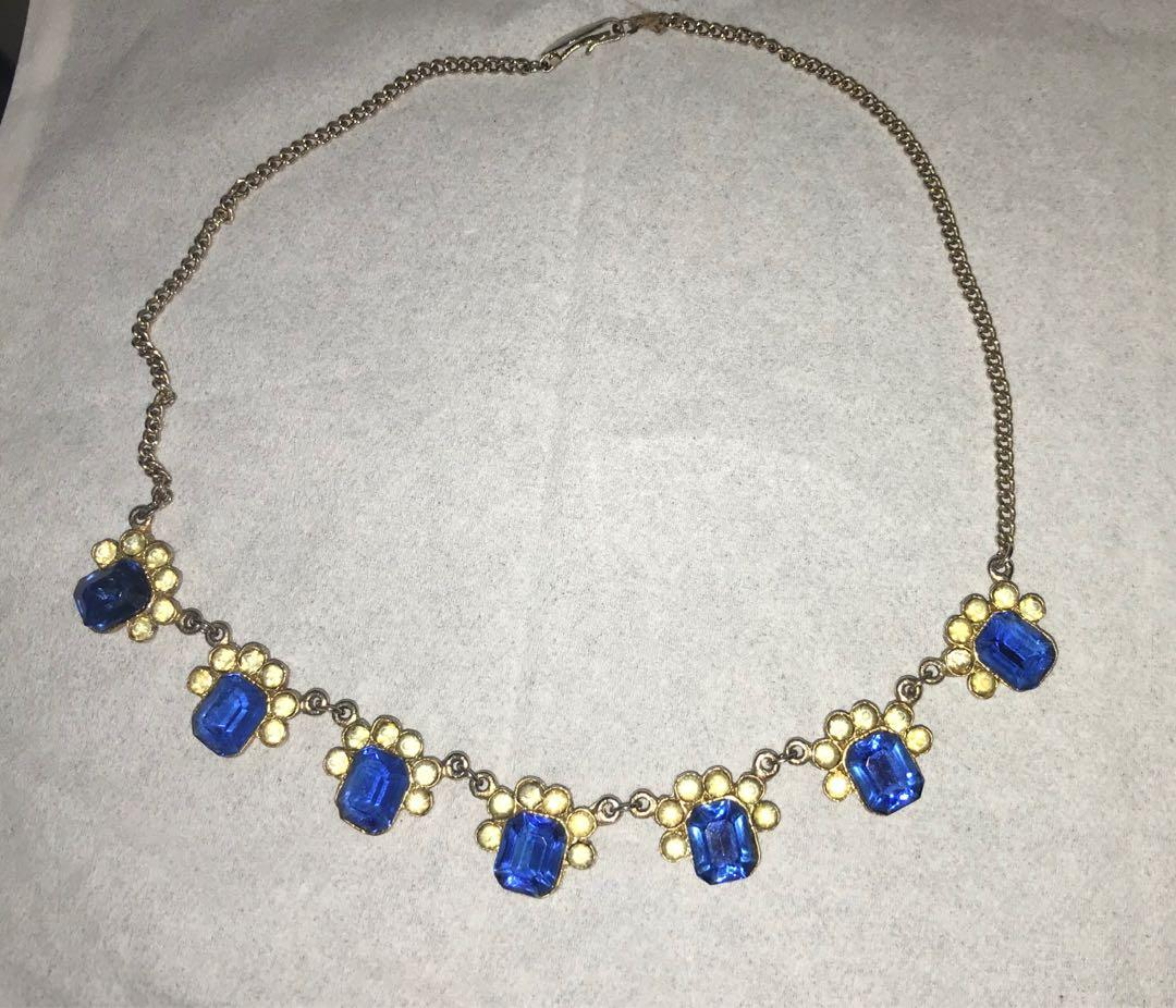 Vintage bling. Beautiful blue glass necklace