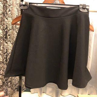 散狀短裙 鬆緊帶設計