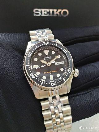 * FREE DELIVERY * Brand New 100% Authentic Seiko Automatic Mid Size Jubilee Bracelet Divers Watch 38mm SKX013 SKX013K