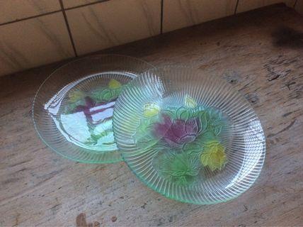 蓮花紋浮雕玻璃盤(2個)—古物舊貨、早期民藝、玻璃製品相關收藏