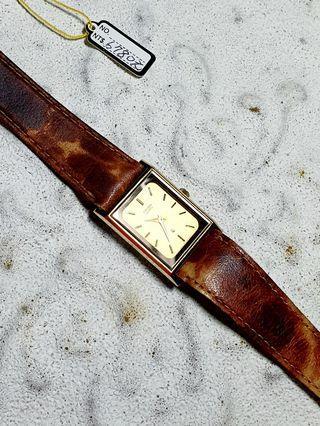 日本品牌名錶星辰CITIZEN石英錶,每只限量一個,把握大好良機,立馬購買擁有它,收藏配戴首選,錯過不再有。獨特風格萬眾矚目,戴在手上美感脫穎而出,難得一見美感藝術品,值得收藏。