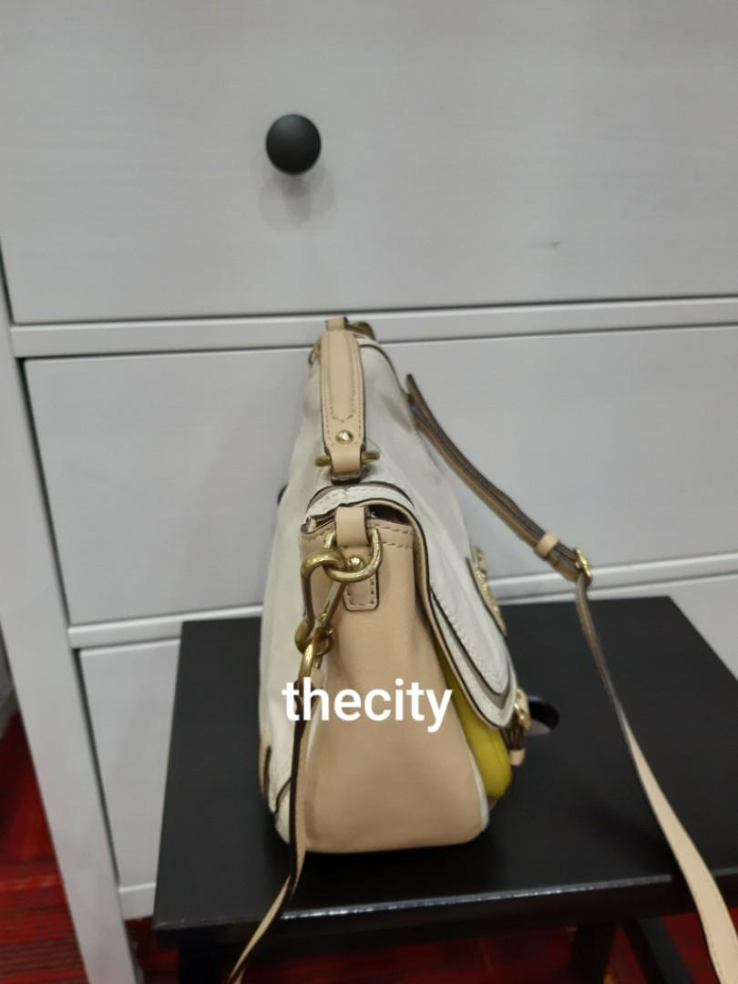 AUTHENTIC COACH LEATHER TOTE, COMES WITH ITS ORIGINAL LONG CROSSBODY SLING STRAP - OVERALL IN GOOD CONDITION,  CLEAN INTERIOR - SOLD -