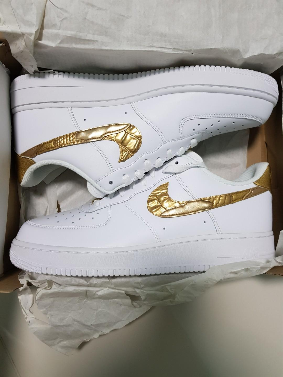 angolo persecuzione pollice  Cristiano Ronaldo X Nike Air Force 1 Low 'Golden Patchwork', Women's  Fashion, Shoes, Sneakers on Carousell
