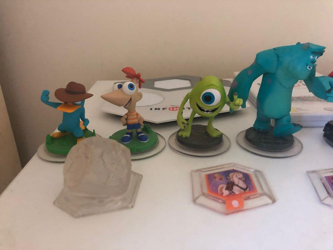 Disney Infinity Wii game bundle.