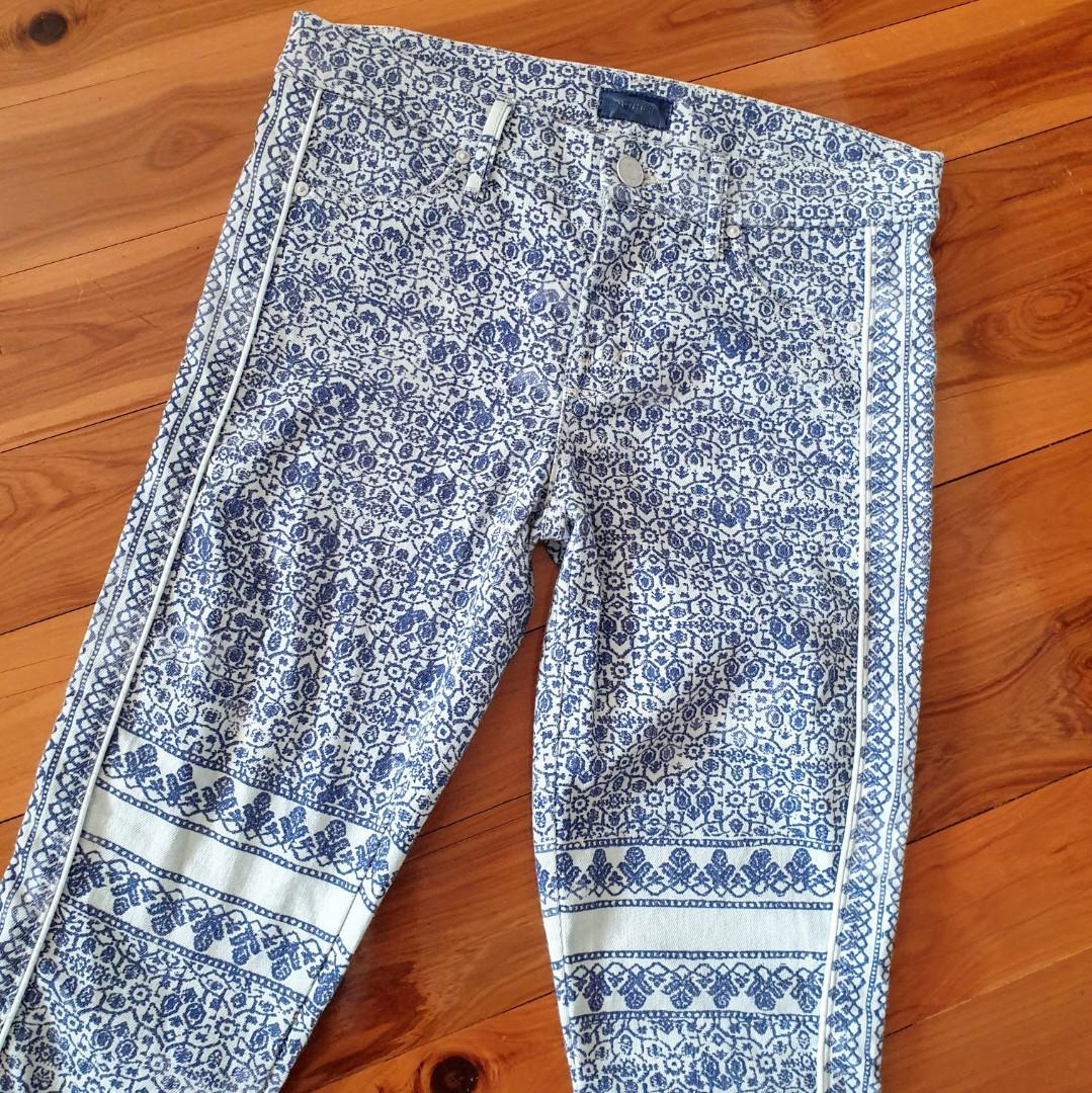 Women's size 24 = 6 'MOTHER' Gorgeous blue and white arabesque print denim jeans - AS NEW