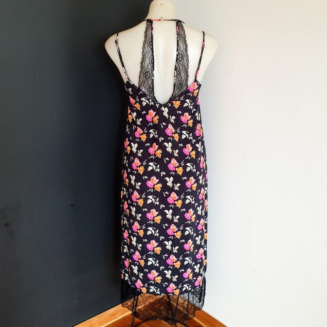Women's size XS 'ZARA' Stunning floral print with lace trim slip dress - AS NEW
