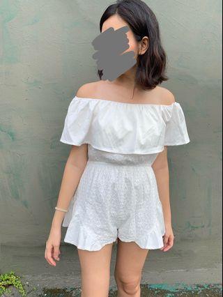 白色連身短褲