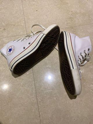 九成新白色高筒皮質帆布鞋 converse All Star