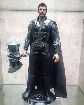 Hot Toys infinity Thor with bad tomato hammer