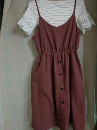 酒紅吊帶裙+磚紅條紋(上衣)
