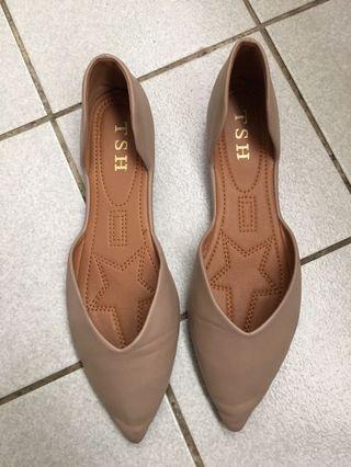 奶茶色平底鞋