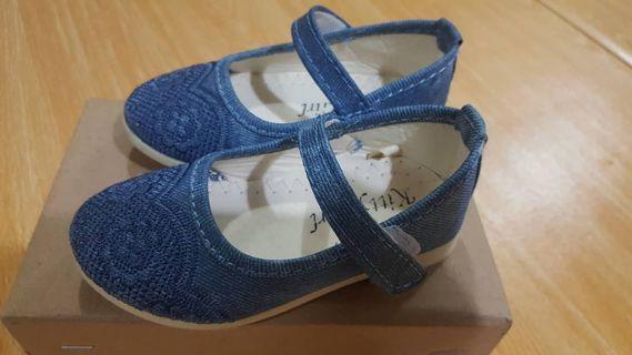 kasut budak perempuan