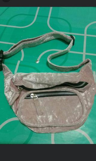 Waistbag baby pink suede