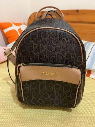 (免運費)全新 Calvin Klein 小ck 後背包 咖啡色滿logo