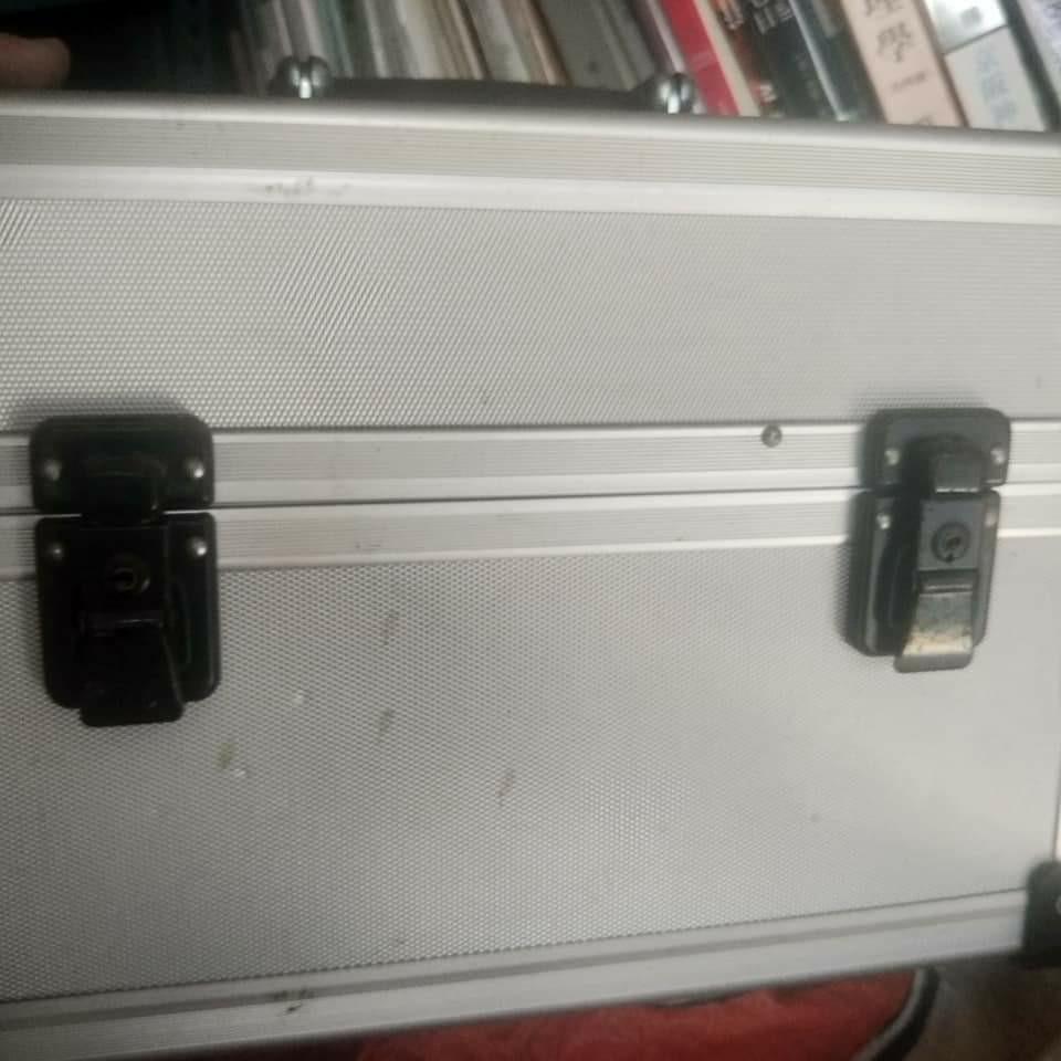 金屬箱 鋁箱 絕版 五成新 可自行除鏽 單眼相機 用 無背帶 相機包