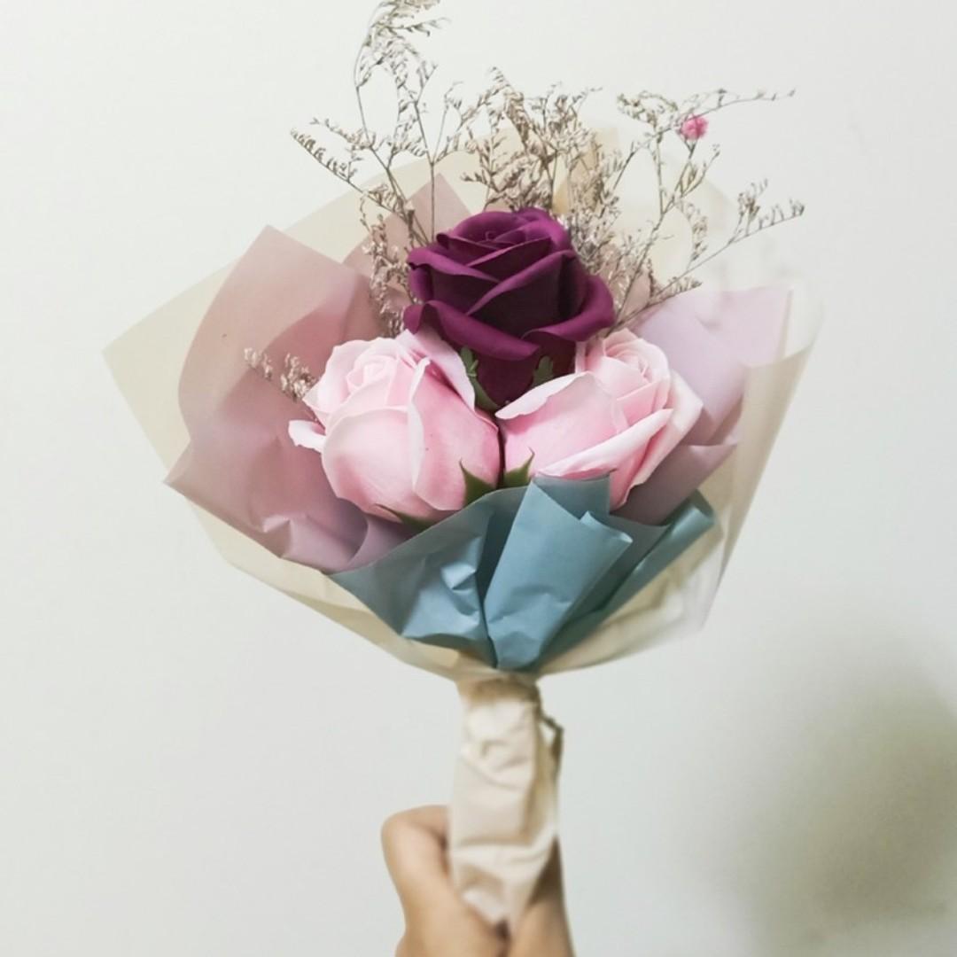 獨一無二客製化 🔔 玫瑰 乾燥花束 🔔 索拉花 滿天星 木棉花 卡斯比亞 畢業花束 手作花束 人造花 永生花