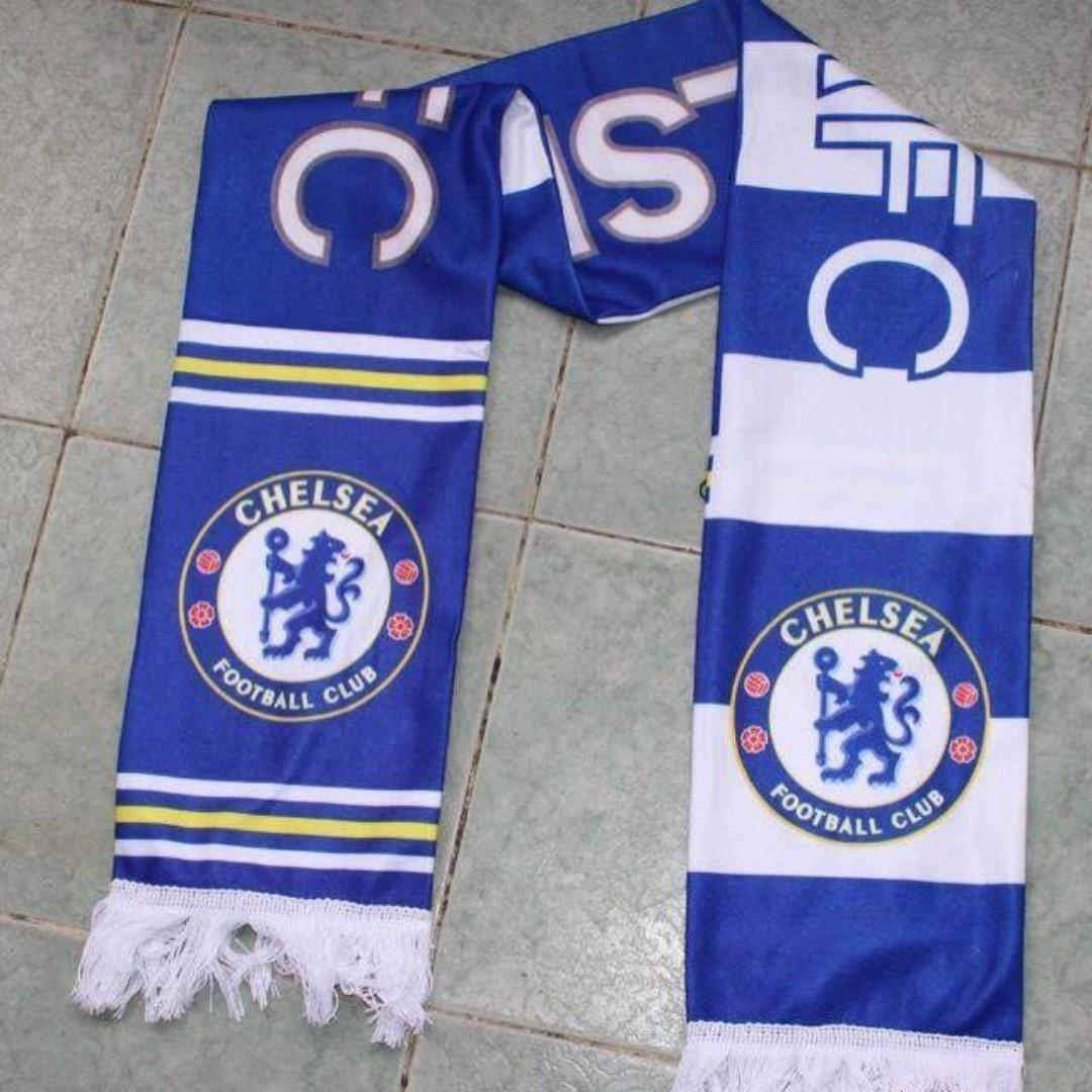 Chelsea Football scarf brand new in plastic / great for surprised gifts or birthday presents