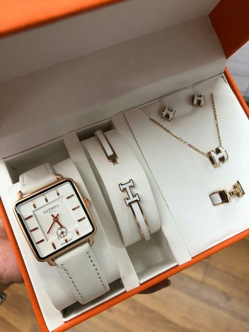 HERMES LADIES WATCH👆 GRED 5A✅ full set like pic ✅ waterproff ✅ leather strap  SILA BACA PINNED CHANNEL SEBELUM PAYMENT ORDER wasap 0182297664