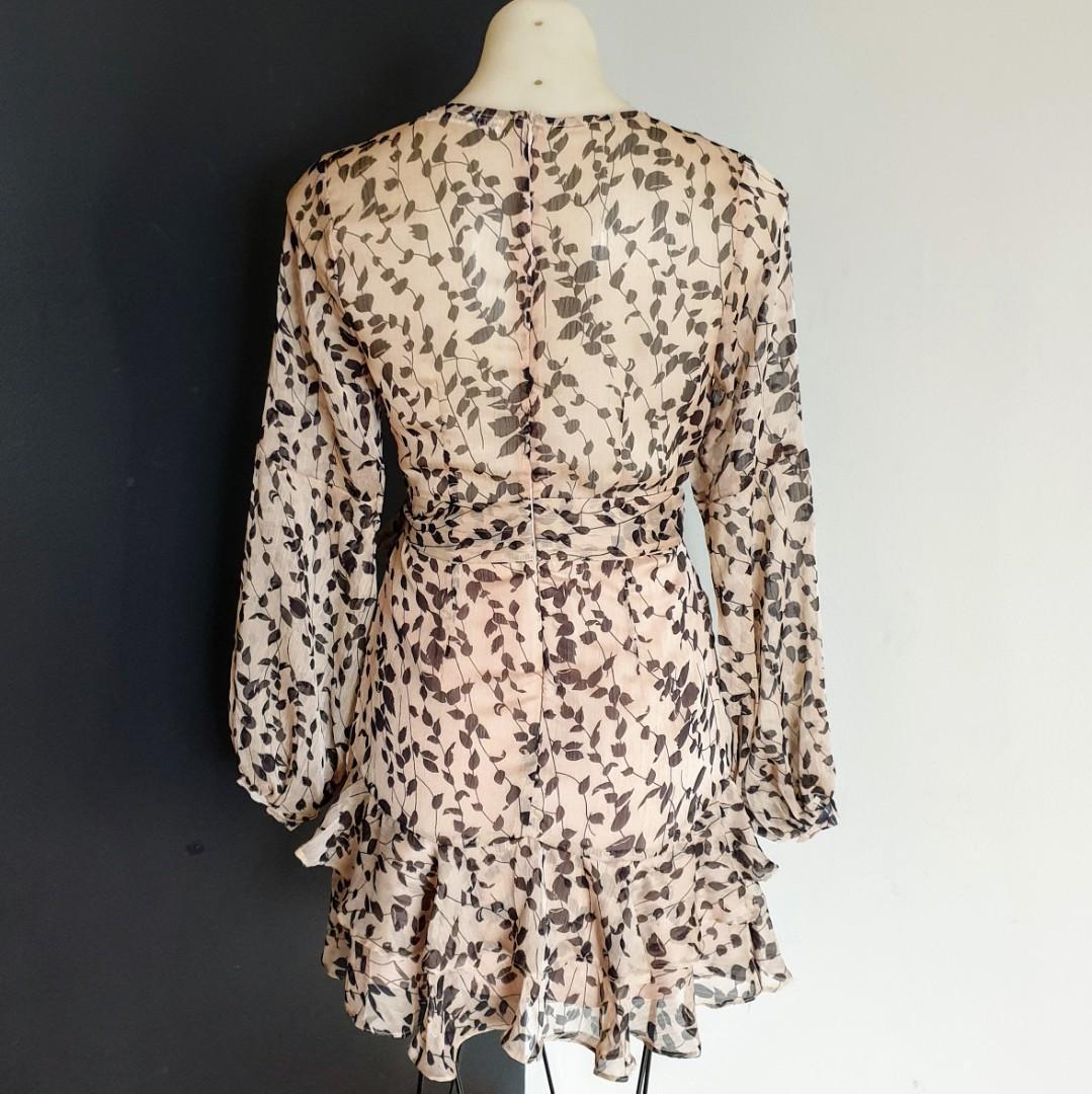 Women's size 8 'SAINTS + SECRETS' Stunning beige floral long sleeve dress - AS NEW
