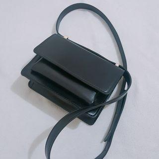 (NEW) Boxy Small Slingbag in Black