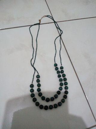 Kalung warna hijau