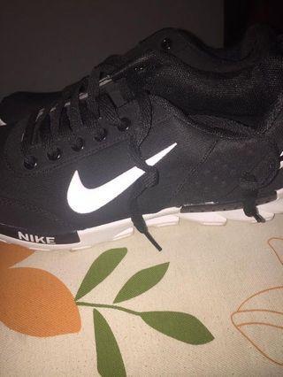 Nike Hitam