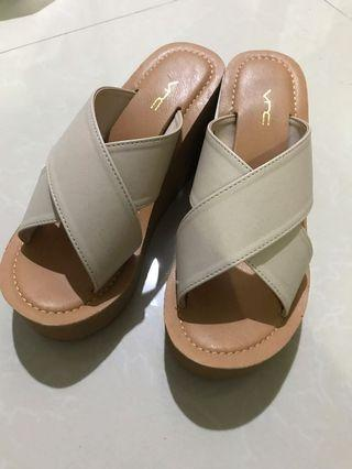 VnC Wedges Nude