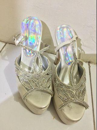Wedges sepatu/sendal nikah/kawin merk donamici/donamicci baru pakai sekali