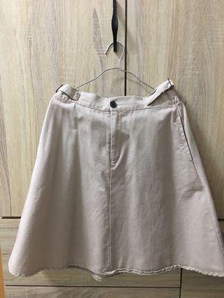 👽杏色短裙