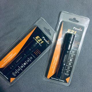 FENIX 兩段式 LED 冷白光實用戶外手電筒