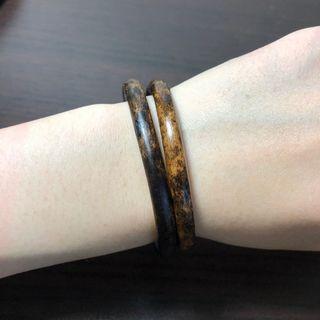 西藏雞血藤手鐲 豹紋玳瑁 6.3mm粗、15~16.5cm手圍 (左邊黑色),這對可以當作情侶藤、閨蜜藤、親子藤。天然藤鐲 藥鐲