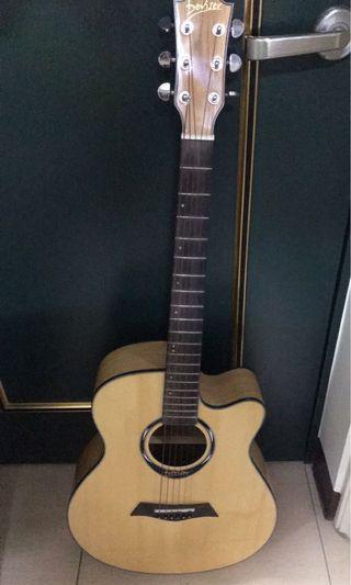 吉他  9.5成新  副黑色普通吉他背袋一個