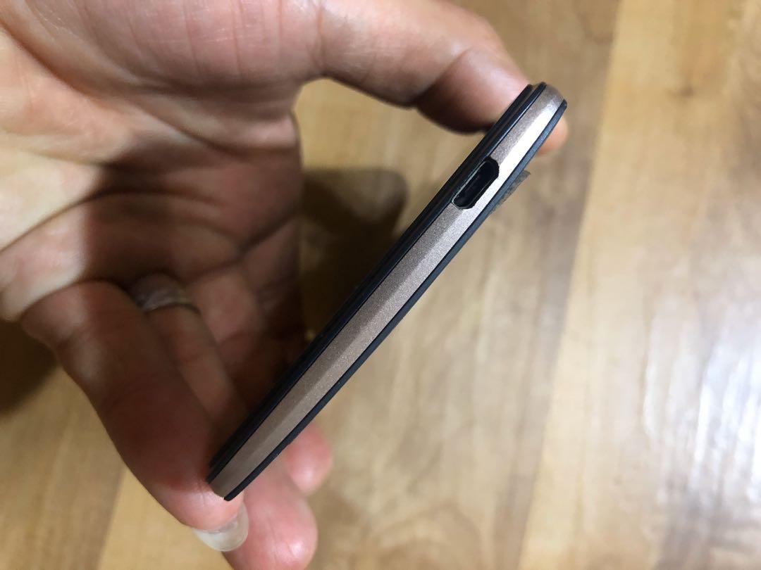 [售] HTC Desire 828 智慧型手機 [價格]3000 [物品狀況]2手     [交易方式]面交自取 7-11或全家取貨付款 [交易地點]台南市東區     [備註]無盒裝/旅充隨機出貨/記憶卡8GB