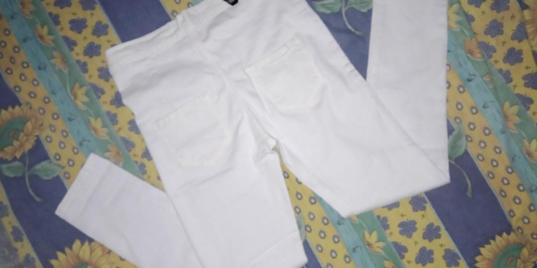 Celana highwaist putih