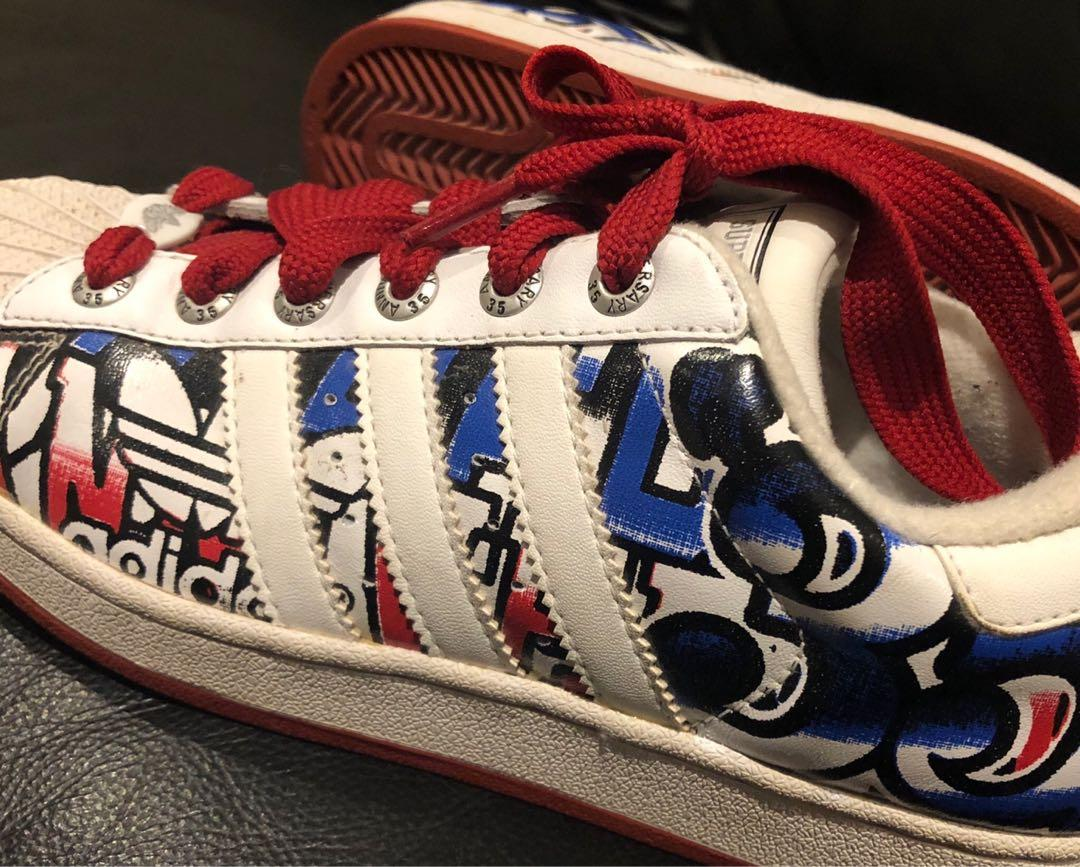 VERY RARE - LIMITED EDITION  UNISEX VTG ADIDAS SUPERSTAR 35TH ANNIVERSARY GRAPHIC WHITE/RED/BLUE GRAFFITI SHELL (as new)