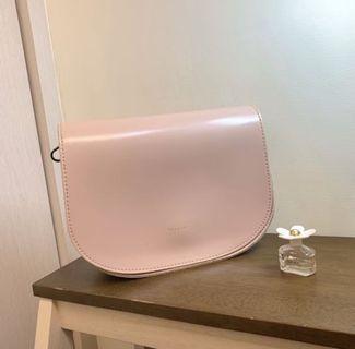磁吸式粉色半圓側背包