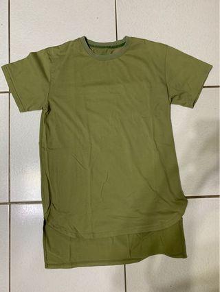 Army green oversized T-shirtrt 軍綠長版上衣
