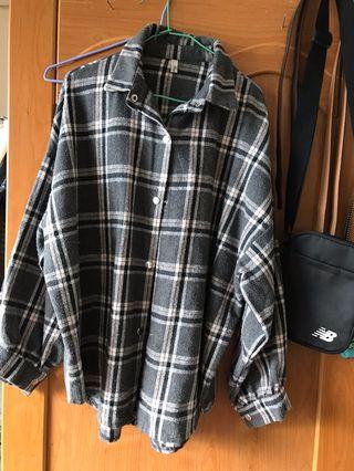灰格子毛呢外套 襯衫