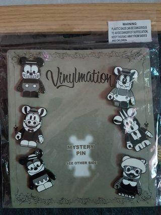 正版 官方 迪士尼 disney pin 黑白熊 暴力熊 胸針 別針 徽章 胸章 金屬 合金 琺瑯