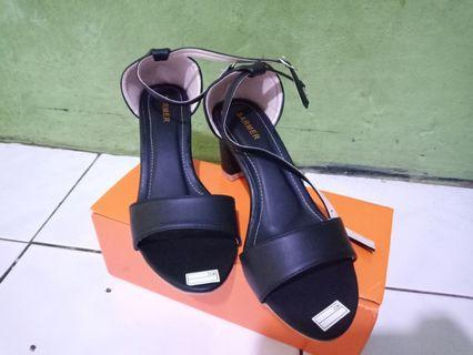 Heels hitam no.37-40