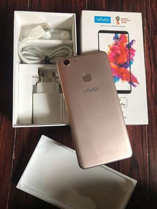 vivo V7 plus Gold 4/64gb Fullset Mulus Nominus